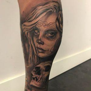 Tatuaje realismo Catrina