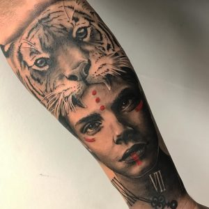 tatuaje realista tigre en el antebrazo