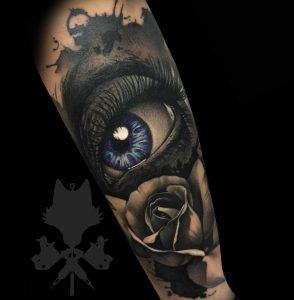 Tatuaje ojo y rosa