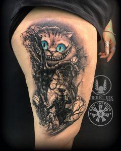 Tatuaje gato de Alicia en el país de las maravillas