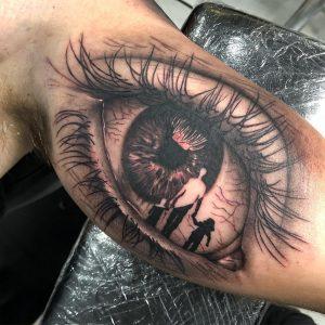 tatuaje ojo en parte interna del brazo