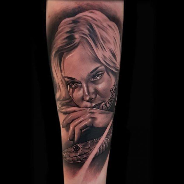 Tatuaje retrato de mujer Obsession Tattoo Valencia