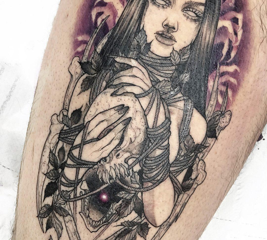 Tatuaje de mujer estilo neotradicional.