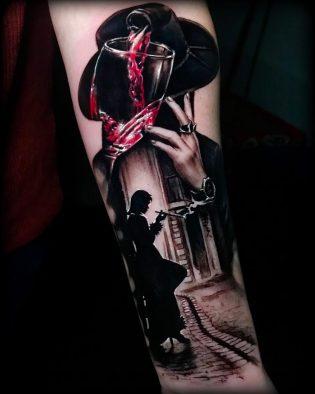 Tatuaje en realismo con detalle de color.