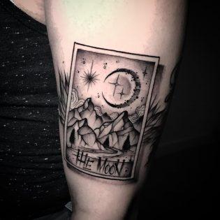 Tatuaje blackwork para hombre.