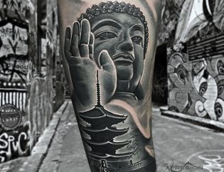 Tatuaje de Buda black and grey.