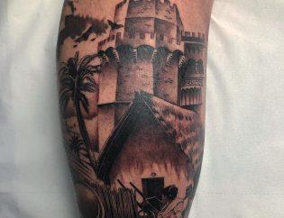 Tatuaje en realismo de ciudad.