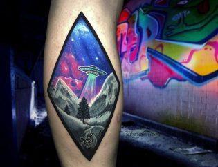 Tatuaje en realsimo a color.