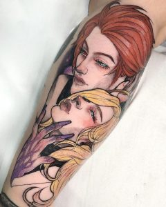 Tatuaje original a color de hombre y mujer.