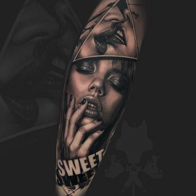 Tatuaje en realismo black and grey por Okami.