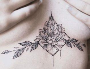 Tatuaje flor de loto fine line.
