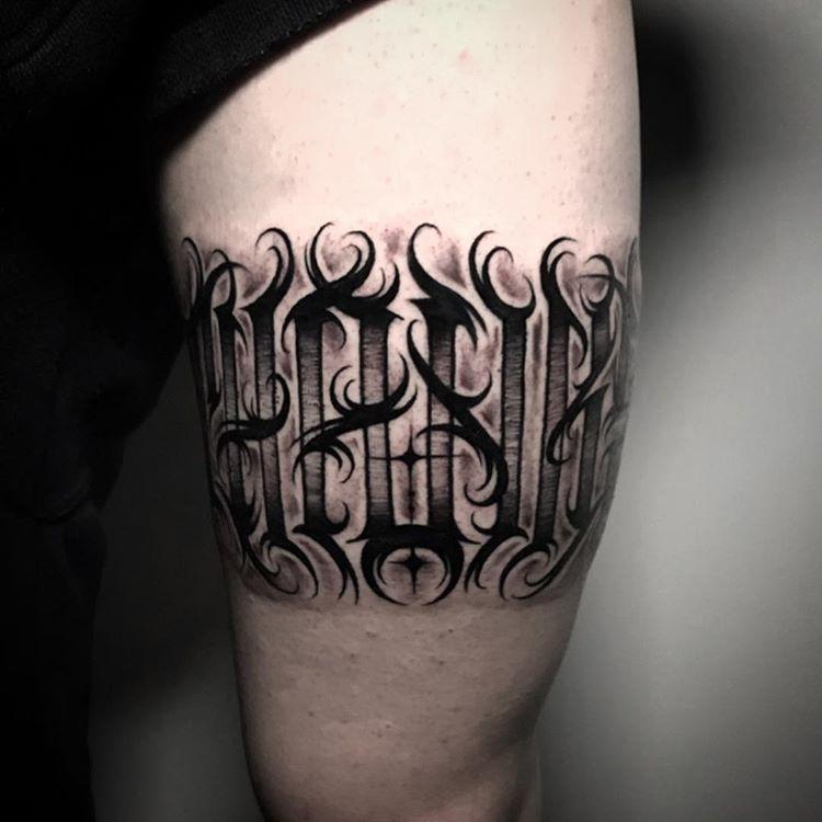 Tatuaje lettering mediano para hombre.