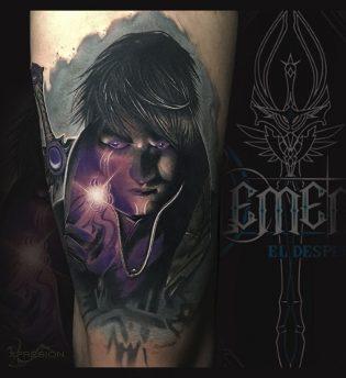 Tatuaje manga a color en realismo.