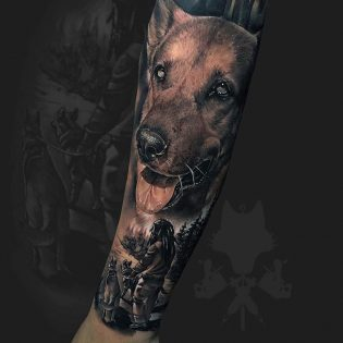 Tatuaje de perro en realismo black and grey.