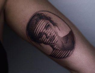 Tatuaje microrealismo para mujer.