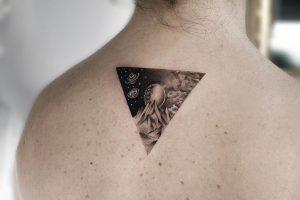 Tatuaje pequeño para mujer en microrealismo.