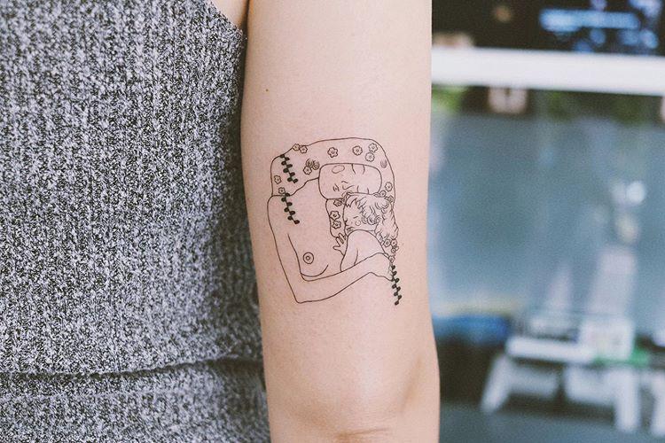 Tatuaje minimalista en Valencia.
