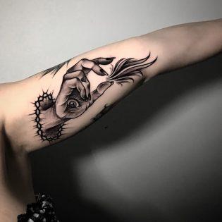 Tatuaje Blackwork en Obsession Tattoo