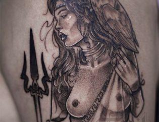 Tatuaje mujer neotradicional