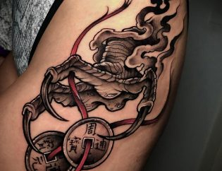Tatuaje mujer en blackwork