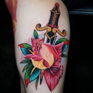 Tatuaje a color grande para hombre