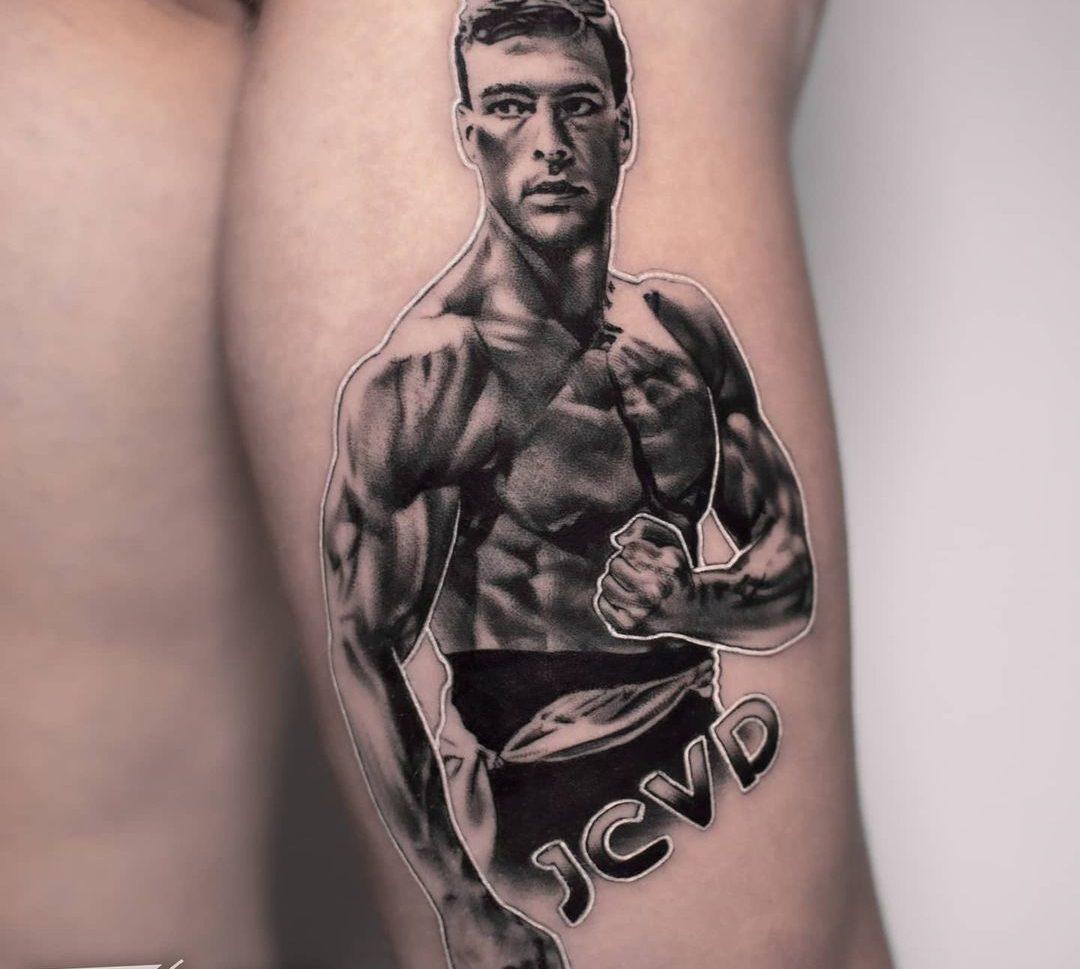 Tatuaje en realismo en el brazo para hombre